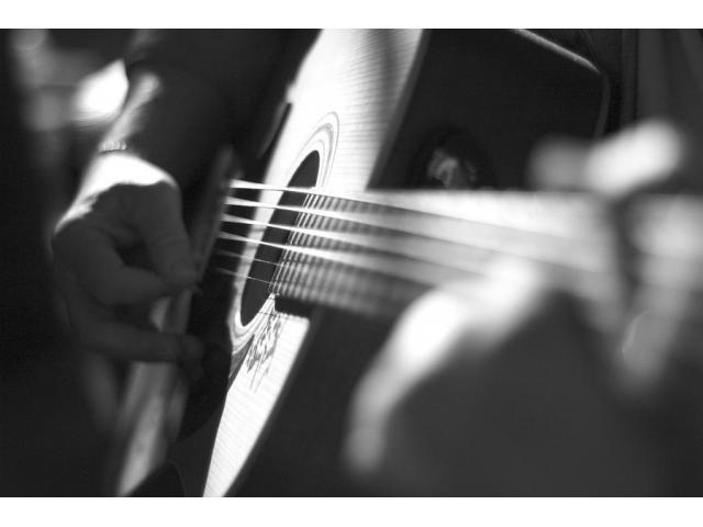 Apprendre à jouer la guitare rapidement