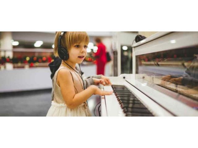 Cours de piano avec chant pour enfants