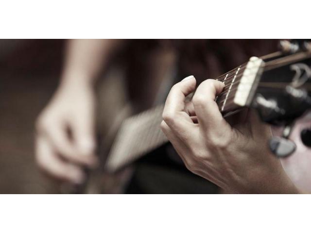 Cours de guitare, piano, basse, solfège