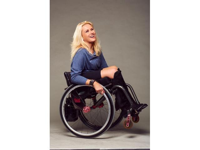 recherche femme en fauteuil roulant)