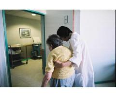 Femme s'occupe d'une personne âgée à Colombes (92700)