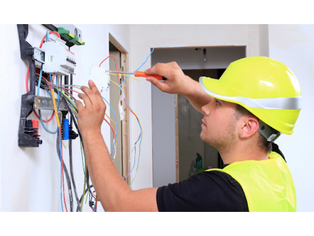 Electricien expérimenté pour professionnels ou particuliers