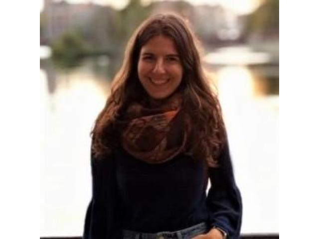 Professeure espagnole donne des cours particuliers à domicile et en ligne